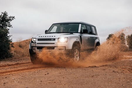 Probamos el Land Rover Defender 110: el confort en carretera de un gran SUV para el todoterreno con más personalidad del mercado