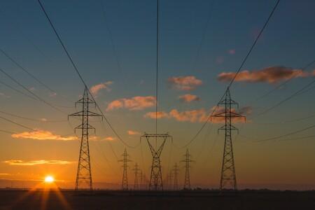 El Gobierno recortará los beneficios extraordinarios de las eléctricas para rebajar las facturas de la luz y el gas a los consumidores