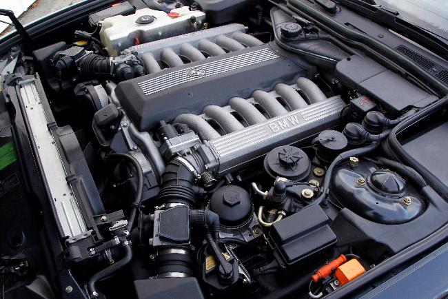 Motor V12 BMW 750i
