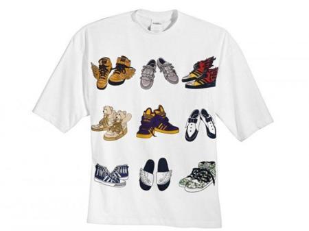Camiseta con los diseños de zapas de Jeremy Scott