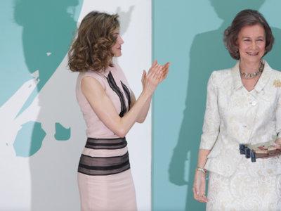Doña Letizia estrena look para homenajear a la reina Sofía
