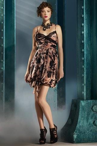 Duelo de estilos: vestido Christian Dior, ¿Blair Waldorf, Charlize Theron o Sara Carbonero?