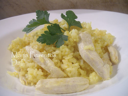 Arroz con pollo al aroma de cúrcuma