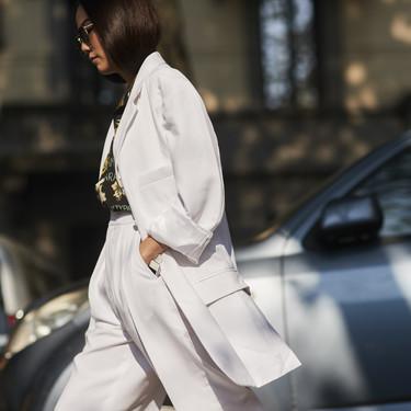 En ocasiones lo más femenino puede ser llevar un traje y el street style nos lo vuelve a demostrar