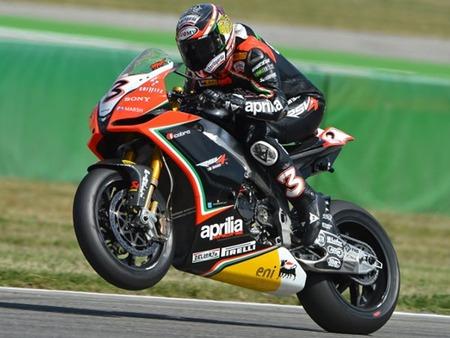 Superbikes San Marino 2012: Max Biaggi primero y Carlos Checa segundo enseñan sus galones en la primera carrera