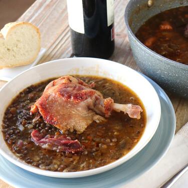 Lentejas guisadas con confit de pato, el plato de cuchara con toque gourmet