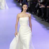 Vestido blanco con cola Elie Saab Alta Costura Primavera-Verano 2014