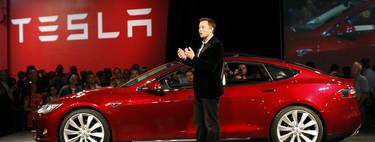Tesla  vende coches eléctricos sin que mucha gente se haya sentado antes en uno. Estas son las claves de su éxito