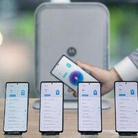 Cuatro móviles cargando a la vez y sin cables de por medio: así demuestra Motorola su carga inalámbrica espacial