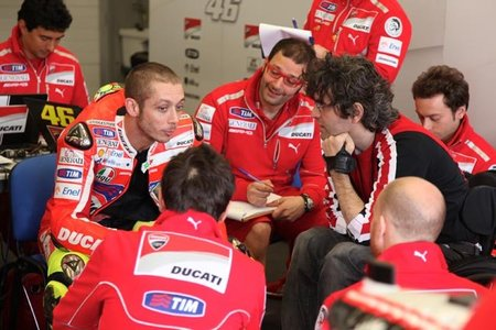 Valentino Rossi busca la clave para entrar más rápido en las curvas