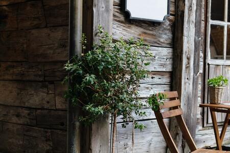 Siete sillas plegables de jardín, perfectas para disfrutar junto a la piscina