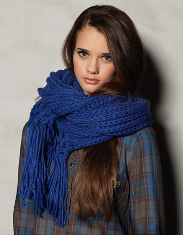 Claves de estilo para ir de shopping: las bufandas más calurosas para el invierno