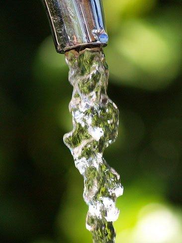 Truco de manicura para secar definitivamente el esmalte: chorro de agua fría