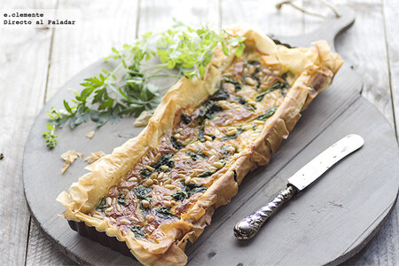Tarta de espinacas, queso de cabra y piñones: una receta muy fácil que te arreglará la cena
