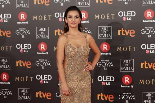 Premios Goya 2018: Mónica Cruz lo da todo en la alfombra roja dejando poco a la imaginación