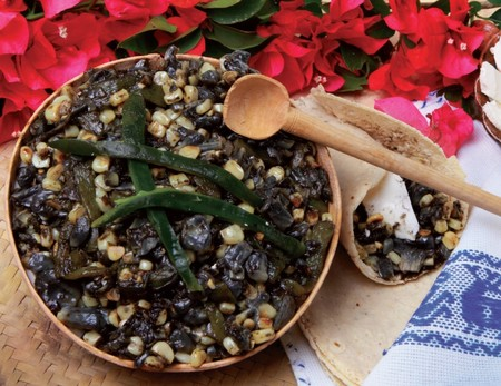 Gastronomia Puebla Alimentos Imperdibles Cocina Poblana Mexico Que Comer Huitlacoche
