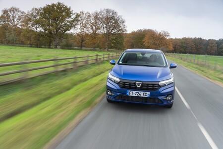 Los coches más vendidos de 2021: el Dacia Sandero vuelve a la primera posición y el SEAT León adelanta al SEAT Arona