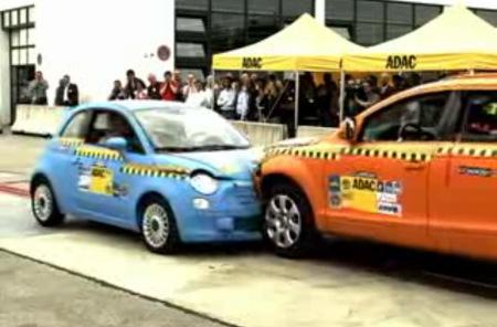 Crash test desigual: Fiat 500 vs Audi Q7