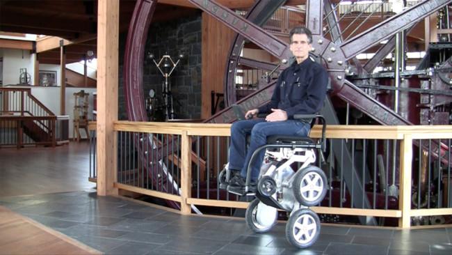 La silla de ruedas del futuro tiene genes de Segway y todo el apoyo de Toyota