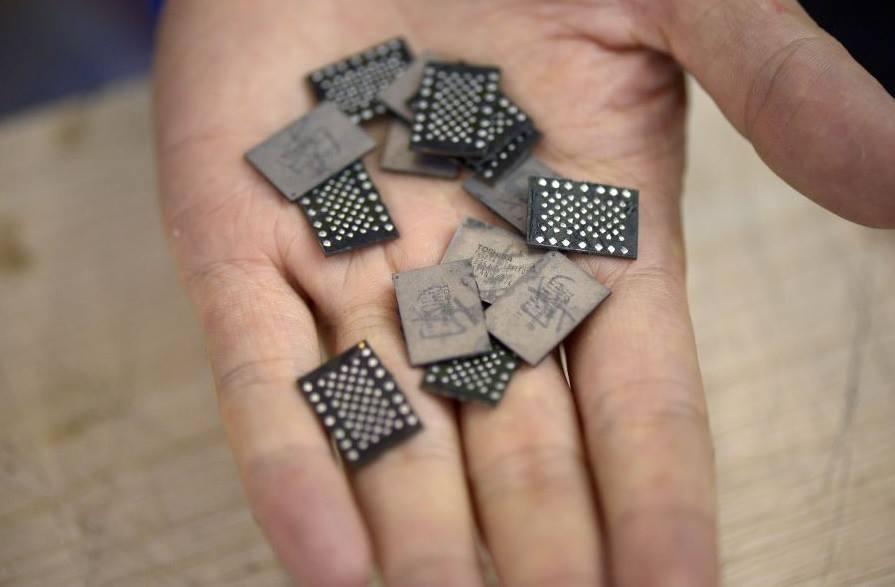 Foto de Ampliando la memoria del iPhone, en un callejón (1/4)