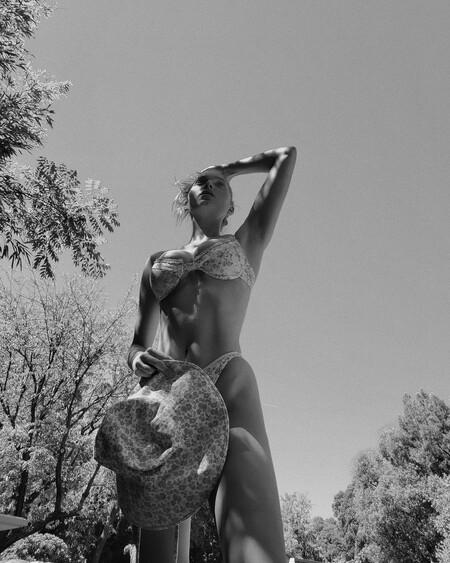 Elsa Hosk ayuda a inspirarnos este verano con sus looks de baño donde los bikinis estampados son el gran centro de atención