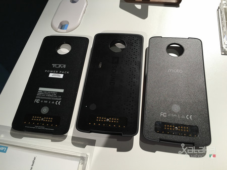 Impresora de fotos, visor de VR y hasta un dock-tablet, algunos de los posibles nuevos Moto Mods de Lenovo