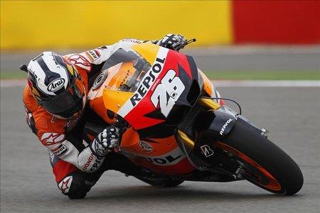 MotoGP Aragón 2010: Andrea Iannone, Dani Pedrosa y Nico Terol se imponen en unos libres pasados por agua