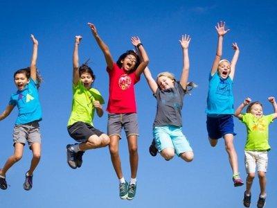 ¿Minishorts para niñas y bermudas para niños? Esta madre dijo no y triunfa con su marca de ropa 'igualitaria'