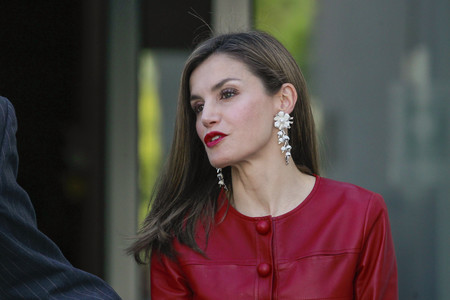 Doña Letizia acierta con un look impecable en su 13º aniversario de boda