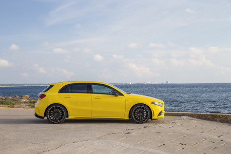 Mercedes-AMG A35 4matic lateral