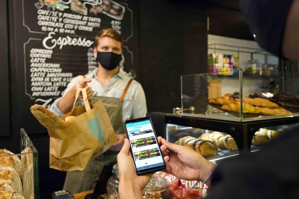 Too Good To Go, la app que vende la comida sobrante de supermercados y restaurantes tres veces más barata y en packs sorpresa