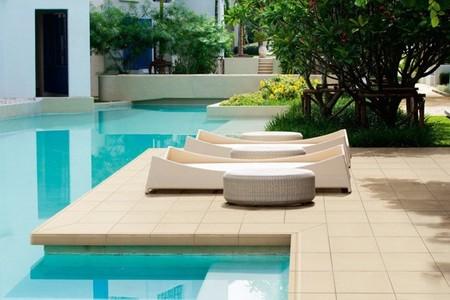 Para un verano sin sustos suelos antideslizantes for Arredo piscina