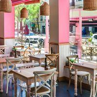 La Panera Rosa, un café bistró de aire porteño que fusiona culturas, colores y estilos