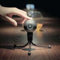 Luna es una cámara del tamaño de una bola de billar, y puede grabar vídeos en 360 grados