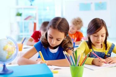 Las alabanzas en la escuela, ¿mejor en público o en privado?