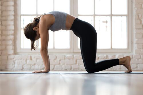 Cinco posturas de yoga que te ayudan a cuidar tu zona lumbar