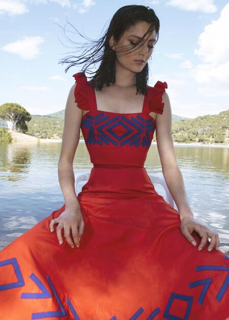 Inés Domecq ha creado una nueva colección de verano y es así de bonita: vestidos y looks de dos piezas con estilazo