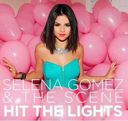 Vaya fiestones los de Selena Gomez en el videoclip de 'Hit the Lights'
