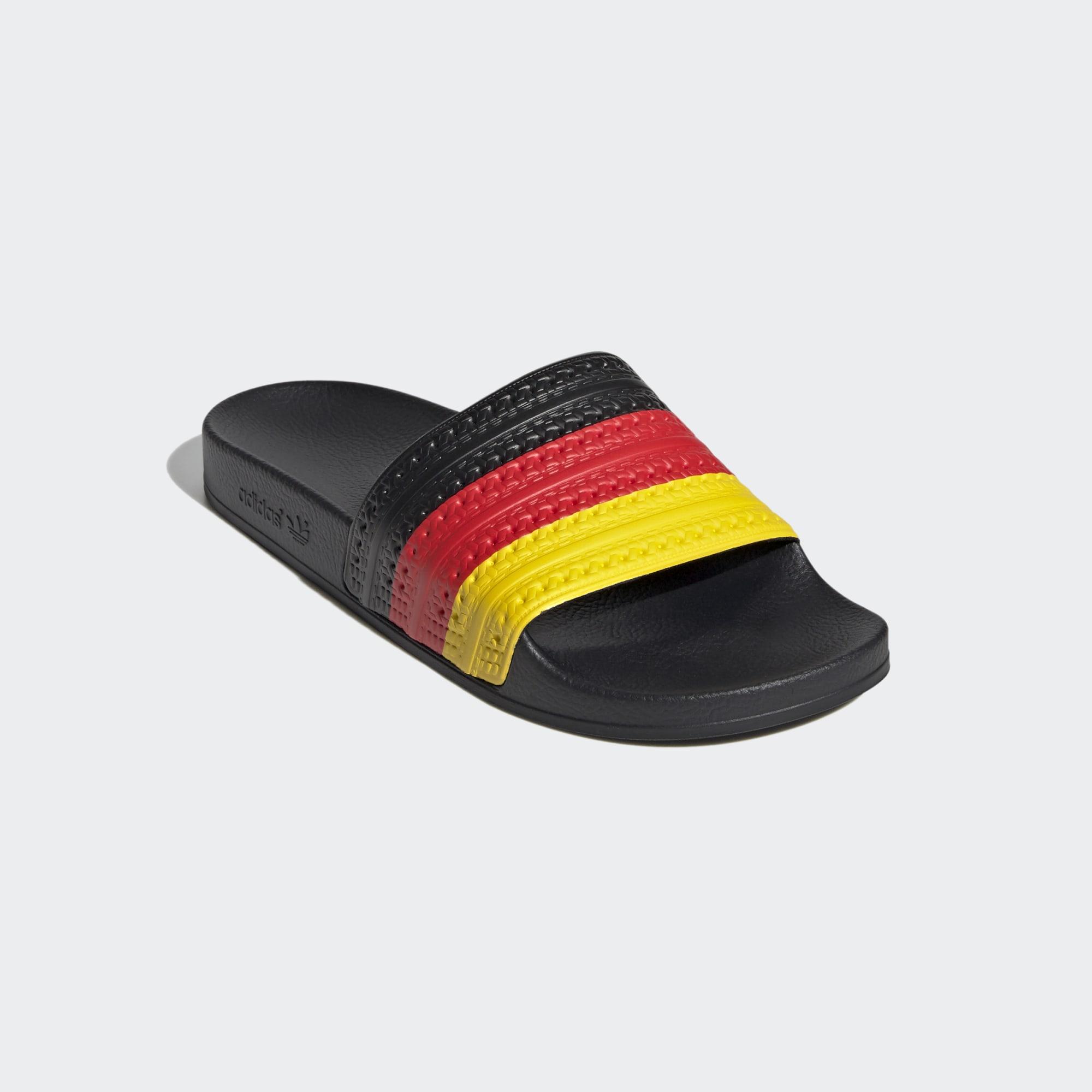Adilette con bandera alemana.
