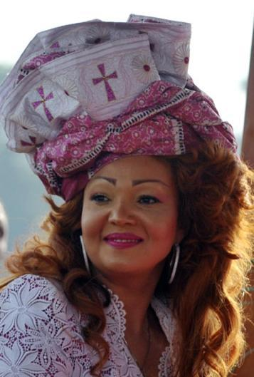 Foto de Un peinado imposible... Chantal Biya (1/3)