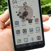 HiSense muestra su primer móvil con una pantalla de tinta electrónica en color