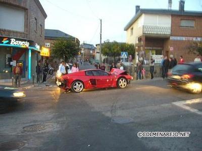 El Ferrari Testarossa que quiso entrar al banco