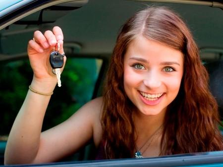 Todos hemos sido novatos: seis 'facepalms' que vives con conductores novatos… y que tú también sufriste
