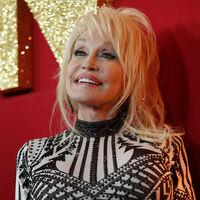 150 millones de libros infantiles y la vacuna de la Covid: por qué Dolly Parton es simplemente la mejor persona