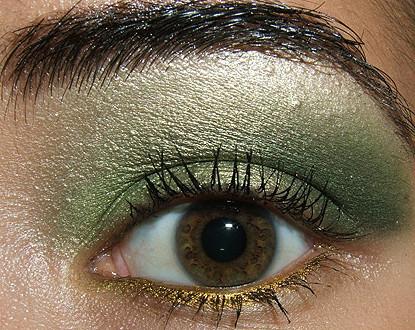 Look de fiesta, ojos en verde y oro