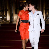 Helena Christensen seduce al chico malo de Gossip Girl para Harper's Bazaar