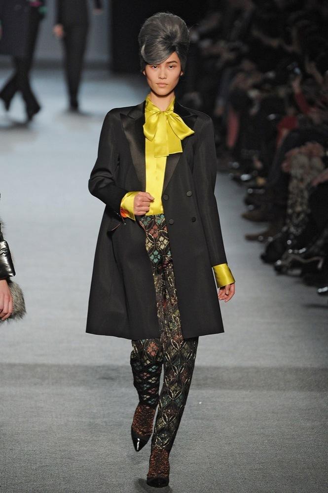 Foto de Jean Paul Gaultier Otoño-Invierno 2011/2012 en la Semana de la Moda de París: el lado sexy del estilo ladylike (7/27)