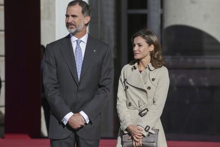 Doña Letizia comienza el lunes estrenando look otoñal