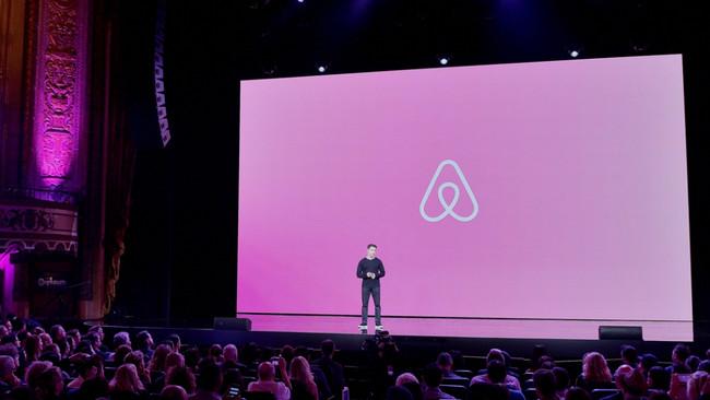 Airbnb ya no sólo quiere alojarte, ahora también te ofrece guías para enseñarte las ciudades