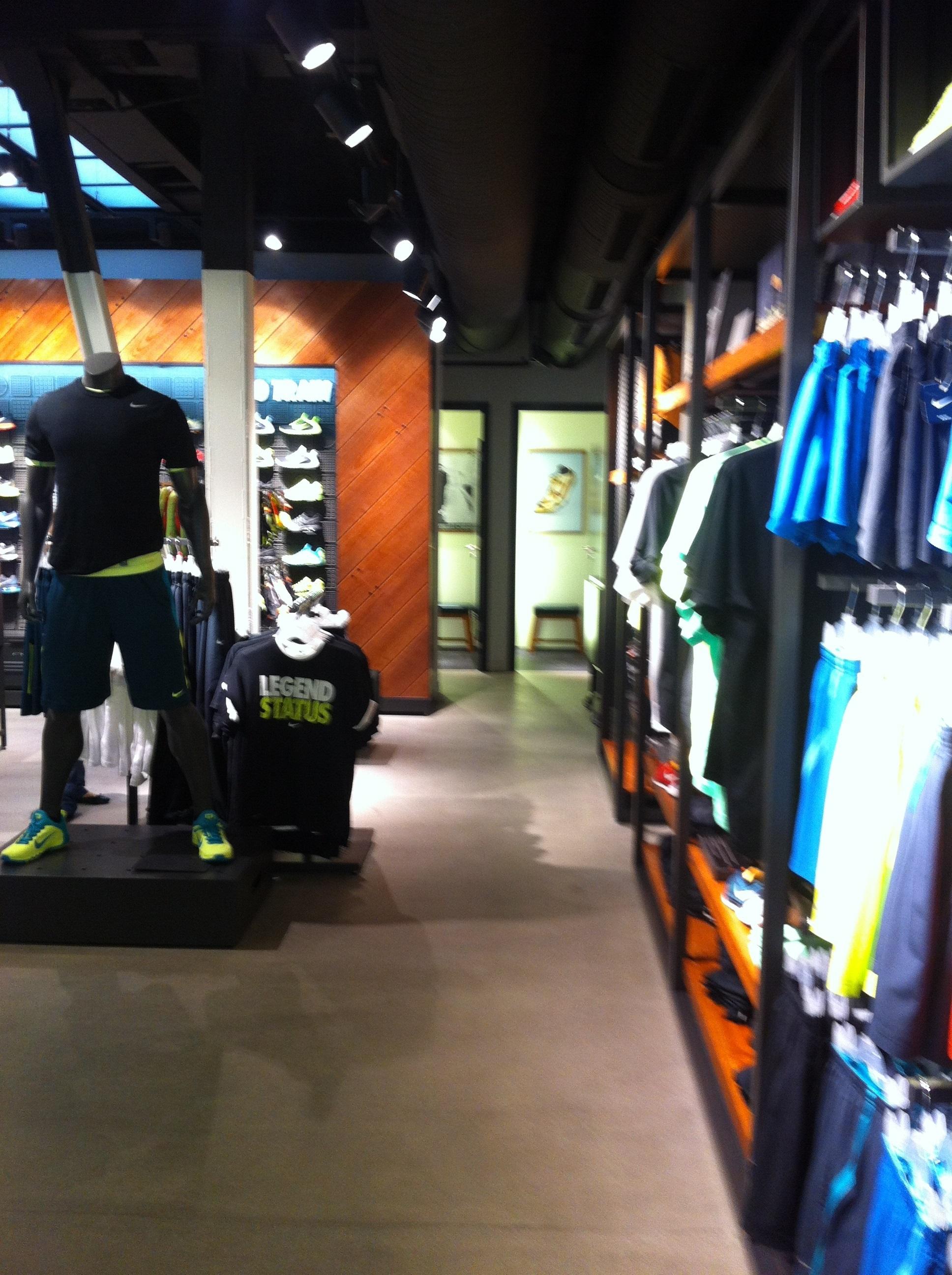 Nike Store Serrano